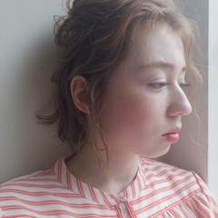 アッシュ グレージュ フェミニン 簡単ヘアアレンジ ヘアスタイルや髪型の写真・画像