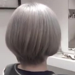 ミニボブ ショート グレージュ ホワイトブリーチ ヘアスタイルや髪型の写真・画像