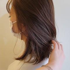 インナーカラー セミロング ナチュラル アンニュイほつれヘア ヘアスタイルや髪型の写真・画像