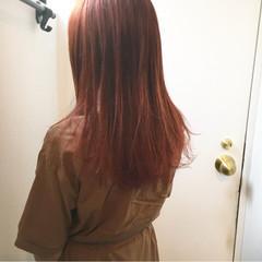 チェリーレッド レッドブラウン ストリート インナーカラーレッド ヘアスタイルや髪型の写真・画像
