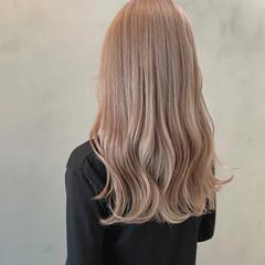 ホワイトベージュ ハイトーン ダブルカラー エレガント ヘアスタイルや髪型の写真・画像