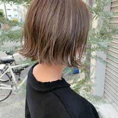 切りっぱなしボブ オリーブグレージュ オリーブベージュ ナチュラル ヘアスタイルや髪型の写真・画像