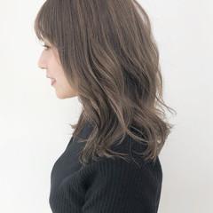 ハイライト 透明感 フェミニン グレージュ ヘアスタイルや髪型の写真・画像