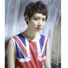 ハイトーン ショート モード ストリート ヘアスタイルや髪型の写真・画像