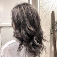 ミルクティーグレージュ ガーリー バレイヤージュ セミロング ヘアスタイルや髪型の写真・画像
