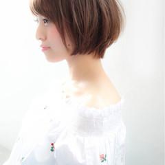 ショート フェミニン ミルクティー 小顔 ヘアスタイルや髪型の写真・画像