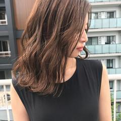 ヌーディベージュ アッシュベージュ ナチュラル セミロング ヘアスタイルや髪型の写真・画像