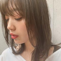 鎖骨ミディアム ナチュラル アンニュイ 外ハネ ヘアスタイルや髪型の写真・画像