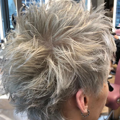 ハイトーン 韓国風ヘアー ホワイトカラー アッシュグレージュ ヘアスタイルや髪型の写真・画像