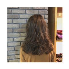 アッシュ セミロング ゆるふわ フェミニン ヘアスタイルや髪型の写真・画像