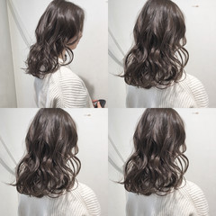 グレージュ シアーベージュ ロング 透明感 ヘアスタイルや髪型の写真・画像