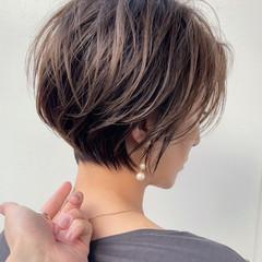 ハンサムショート 切りっぱなしボブ ショートカット フェミニン ヘアスタイルや髪型の写真・画像