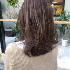 ミディアムレイヤー ミディアム ナチュラル ハイライト ヘアスタイルや髪型の写真・画像