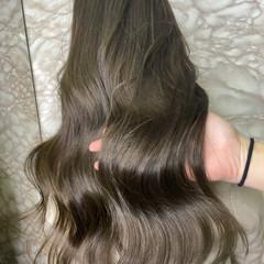 オリーブグレージュ 透明感カラー ロング シアーベージュ ヘアスタイルや髪型の写真・画像