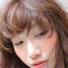 大人女子 ニュアンス 小顔 ミルクティー ヘアスタイルや髪型の写真・画像