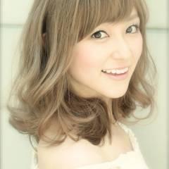 フェミニン アッシュベージュ 大人かわいい モテ髪 ヘアスタイルや髪型の写真・画像
