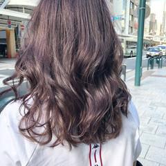 ナチュラル パープルアッシュ インナーカラーパープル ピンクパープル ヘアスタイルや髪型の写真・画像