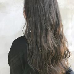 ナチュラル ロング グレージュ ヘアスタイルや髪型の写真・画像