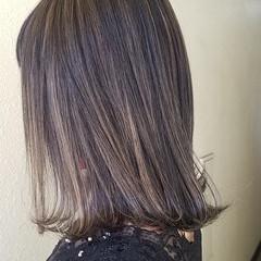 セミロング 切りっぱなしボブ イルミナカラー ナチュラル ヘアスタイルや髪型の写真・画像