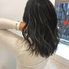 ミディアム デザインカラー エレガント 極細ハイライト ヘアスタイルや髪型の写真・画像