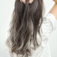 バレイヤージュ コントラストハイライト ハイライト グレージュ ヘアスタイルや髪型の写真・画像