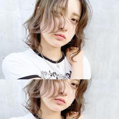 レイヤーカット ミディアム ウルフカット ブリーチカラー ヘアスタイルや髪型の写真・画像