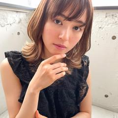 アウトドア ミディアム ナチュラル オフィス ヘアスタイルや髪型の写真・画像