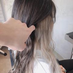 ホワイトベージュ ホワイトブリーチ ホワイトカラー インナーカラー ヘアスタイルや髪型の写真・画像