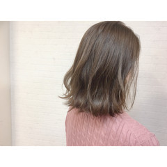 グレージュ ナチュラル ハイライト ミディアム ヘアスタイルや髪型の写真・画像