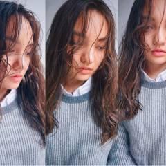 外国人風 グラデーションカラー ストリート シースルーバング ヘアスタイルや髪型の写真・画像