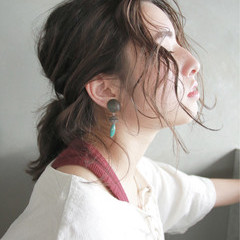 フレンチセピアアッシュ ミディアム 簡単ヘアアレンジ ヘアアレンジ ヘアスタイルや髪型の写真・画像