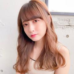 ブラウンベージュ 前髪 デジタルパーマ 巻き髪 ヘアスタイルや髪型の写真・画像