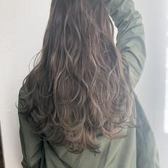 ナチュラル ミルクティーベージュ グラデーションカラー ロング ヘアスタイルや髪型の写真・画像