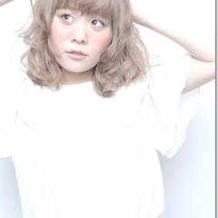 ガーリー シルバーアッシュ アッシュ 丸顔 ヘアスタイルや髪型の写真・画像