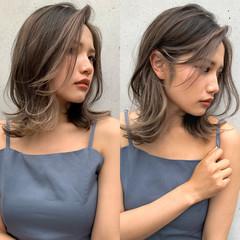 ミディアム うぶ毛ハイライト ウルフカット コンサバ ヘアスタイルや髪型の写真・画像