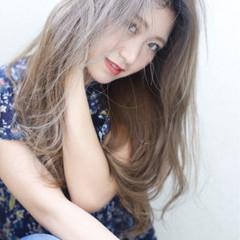 フェミニン アッシュ グレージュ ストレート ヘアスタイルや髪型の写真・画像