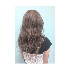 ゆるふわ セミロング グラデーションカラー アッシュ ヘアスタイルや髪型の写真・画像