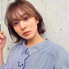 ミディアムレイヤー セミロング インナーカラー ナチュラル ヘアスタイルや髪型の写真・画像