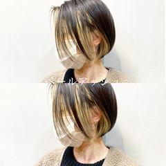 切りっぱなしボブ ミルクティーベージュ ボブ ストリート ヘアスタイルや髪型の写真・画像