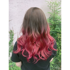 フェミニン セミロング ベリーピンク グラデーションカラー ヘアスタイルや髪型の写真・画像