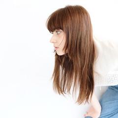 レイヤーロングヘア レイヤーヘアー レイヤーカット ナチュラル ヘアスタイルや髪型の写真・画像