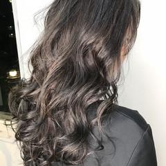 外国人風カラー ロング ナチュラル アッシュグレー ヘアスタイルや髪型の写真・画像