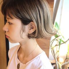ミルクティー グラデーションカラー フェミニン 外ハネ ヘアスタイルや髪型の写真・画像