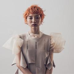 ショート ブリーチ ナチュラル オレンジ ヘアスタイルや髪型の写真・画像