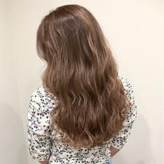 ミルクティーベージュ アッシュベージュ ロング ブラウンベージュ ヘアスタイルや髪型の写真・画像