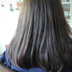 ブルーアッシュ アッシュ ナチュラル ロング ヘアスタイルや髪型の写真・画像