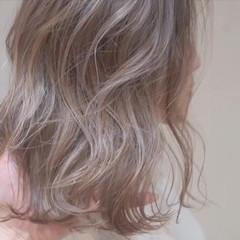 バレイヤージュ ボブ グレージュ ハイライト ヘアスタイルや髪型の写真・画像