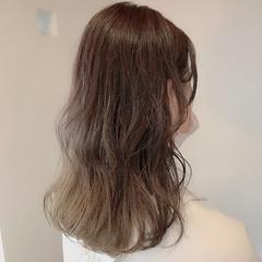 セミロング レイヤーロングヘア ベージュカラー ブリーチなし ヘアスタイルや髪型の写真・画像