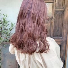 ピンク ピンクベージュ ピンクパープル セミロング ヘアスタイルや髪型の写真・画像