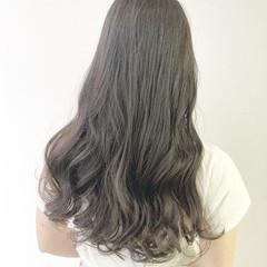 グレージュ ゆるふわパーマ ナチュラル アッシュグレージュ ヘアスタイルや髪型の写真・画像